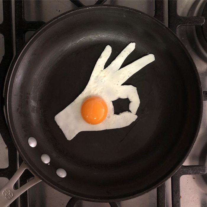 藝術家把平底鍋當畫布「用蛋白+蛋黃創作煎蛋藝術」!「梵谷經典星夜名畫」美到捨不得吃!(40張)