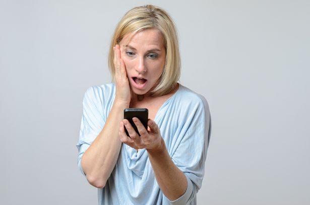 丈母娘「常常偷看老婆手机」女婿气炸报复,丈母娘一看...马上吓到想马上手部消毒!