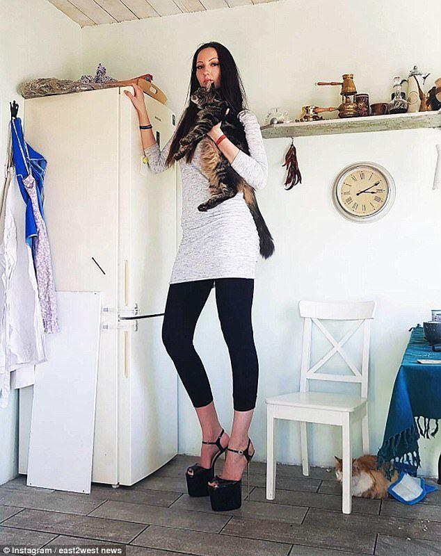 正妹因為太高被霸凌,現在實現夢想「以133公分美腿打破紀錄」打臉霸凌她的人!(20張)