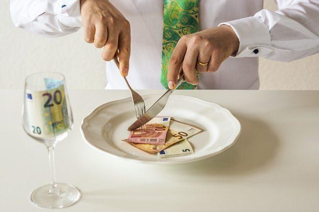 9個讓你一直不小心花大錢的「餐廳常用的欺騙手法」!服務費是最可怕的!
