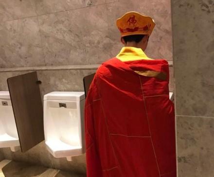 天真女網戀3月遇超會撩暖男 約見面開門「只見唐三藏」在床上還狂念大悲咒!