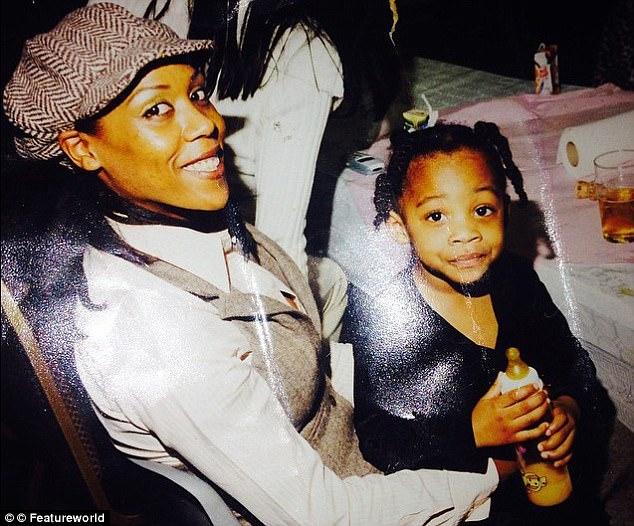 牙買加籍老婆「生下白皮膚寶寶」,4年來被鄰居暗示「戴綠帽」連女兒都困惑...醫生揭開家族秘密!