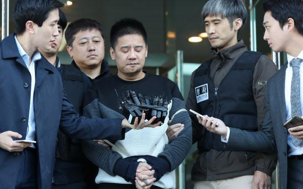南韓「國民好爸爸」拿性玩具硬上姦殺14歲女孩,騙光民眾愛心財「再逼老婆拍淫片賣錢」自己爽開名車