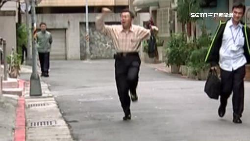 柯文哲「聽老婆碎念」下場比被民進黨砲轟還慘,沿路眼神死到市政府!(影片)
