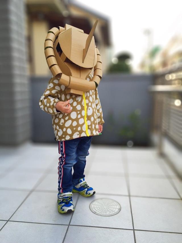 神人級老爸打造「超狂紙箱頭盔」 兒子戴去學校「龍嘴一張」同學全都跪了!