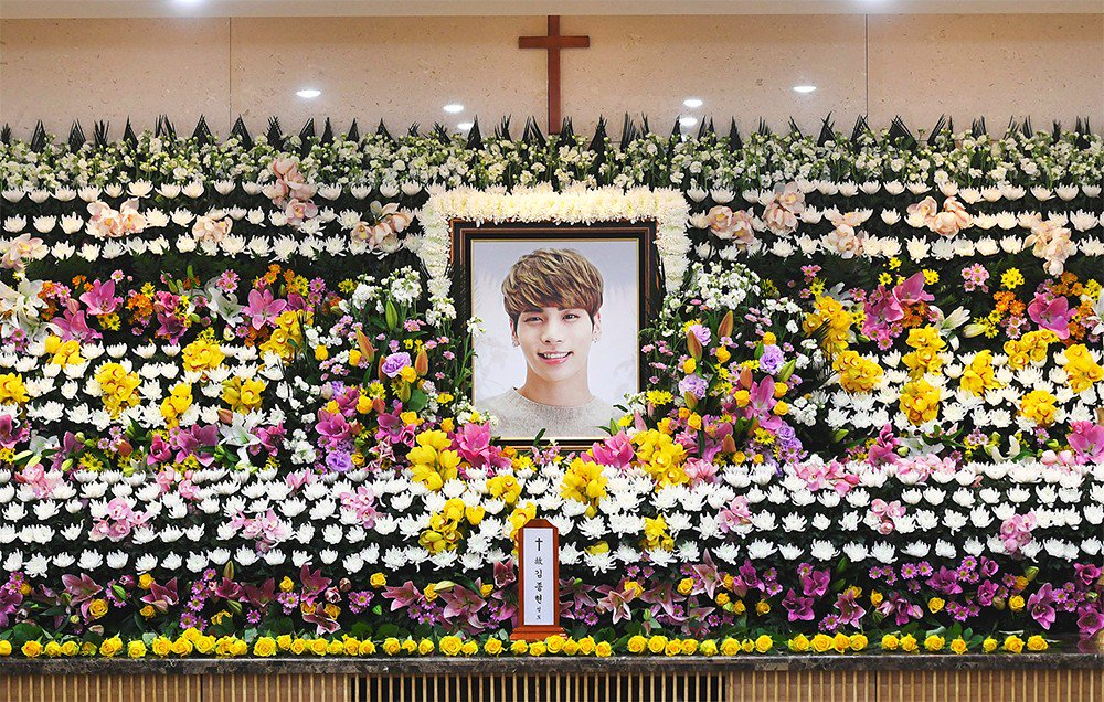 無法接受「父母和偶像鐘鉉」相繼辭世,印尼粉絲「吞藥自殺」獲救超後悔