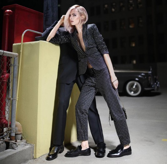 卡拉代言的最新鞋子廣告被轟爆提倡「強姦」,網友:這樣穿著+劇情根本就是提倡強暴!