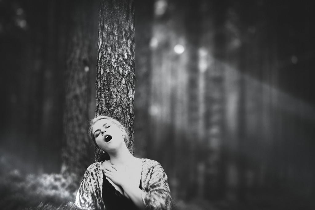 攝影師邀女模自慰拍下「高潮顏」鼓勵女性追求性歡愉,真槍實彈「不能用演的」嚇跑一堆人