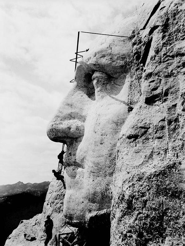 21幅把人類「從歷史枷鎖中解放出來」的珍貴攝影。東德人搶看A書畫面直逼動漫展