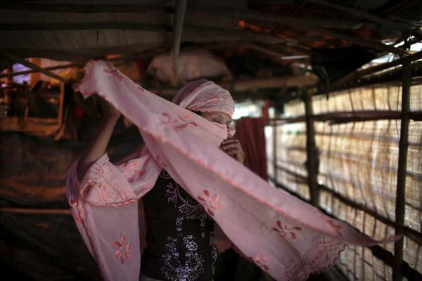 「我曾經很漂亮…」13歲少女遭10名緬甸暴軍「瘋狂抽插」,下體爆血被哥哥一路揹逃...