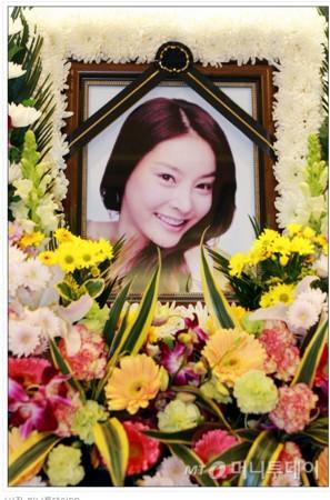 10年南韓藝人自殺超過30位!她狠揭「南韓演藝圈3大黑幕」,曝鐘鉉燒炭自殺主要原因!