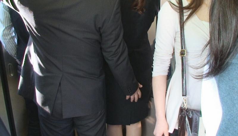 史上最專情的「電車癡漢」!17歲高中生因搭同班車「鮑鮑慘被搓揉一年」,他:看到她就想揉!