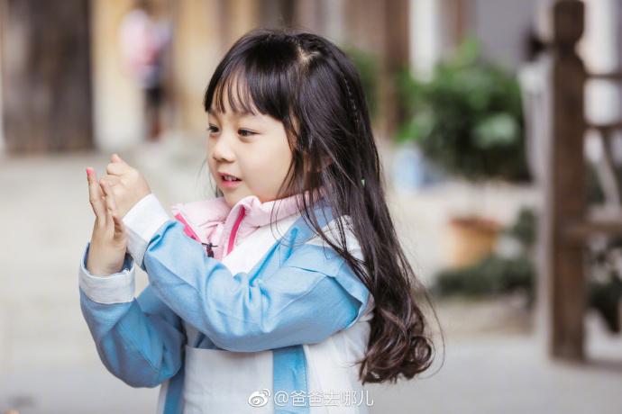 鄧倫「不願幫小山竹踏進演藝圈」,原因「比親爸還愛女兒」暖爆女粉絲!