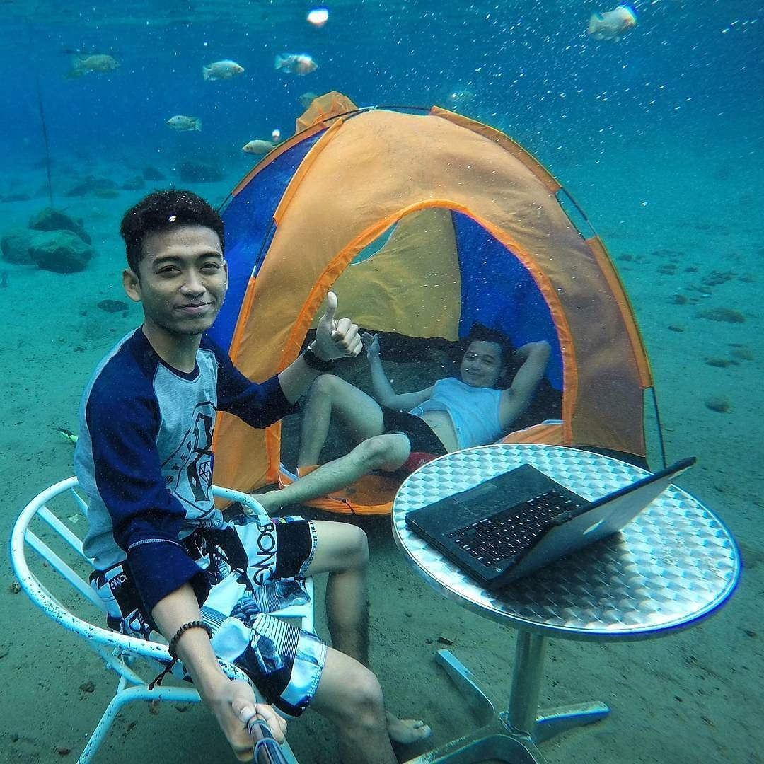 超值得讓你砸大錢買機票去印尼的「爆猛水中大頭貼」拍照聖地!海底騎機車才是王道!(7張+影片)
