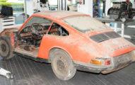 找了50年!被丟棄多年的破銅爛鐵...專家檢驗後狂喜花開始復原工作...3年後「首代911紅色保時捷」賊帥!