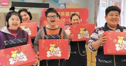 公益年節禮盒超慘「3千盒賣不到一成」!喜憨兒看到堆滿的禮盒緊張「沒辦法包紅包給媽媽」:是包得不好看嗎?