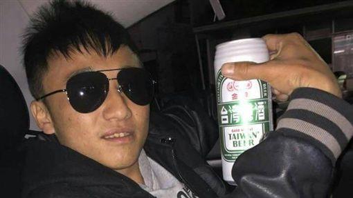 酒駕男「撞死女保險」押收前還大喇喇PO臉書,他在警局嗆聲:關出來後車照開、酒照喝