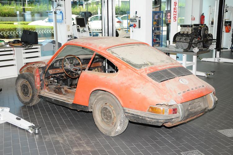 找了50年!專家檢驗「廢棄破銅爛鐵」後開始復原...3年後「首代911紅色保時捷」再現!
