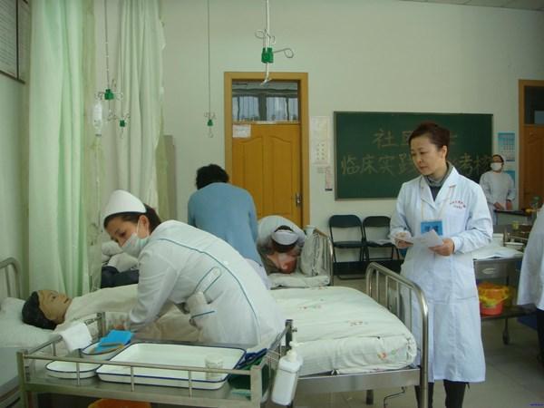 平民只有做功德的份!護理師崩潰PO「月休9天班表」:上完只會離死亡更近了!