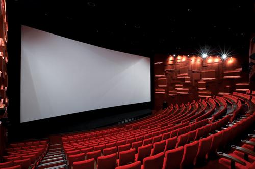 7層樓IMAX巨幕慘被民眾割破...影城大失血損預計「超過上2000萬」!網軍暴怒:真是手賤!