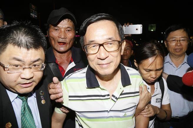 陳水扁因為「被網友罵裝病」而病情加重?醫療小組:應馬上出國治療!