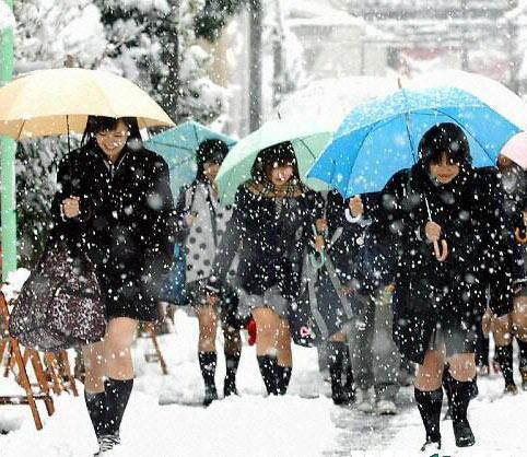 女大生挑戰零下40度「穿短裙外出」,結果雙腳「腫脹轉紫發黑」差點截肢!網:只有她們才可以