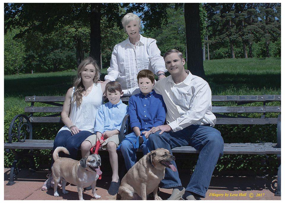 他花7千元找專業攝影師拍「溫馨家庭照」 成品卻讓19萬網友笑到嘿估