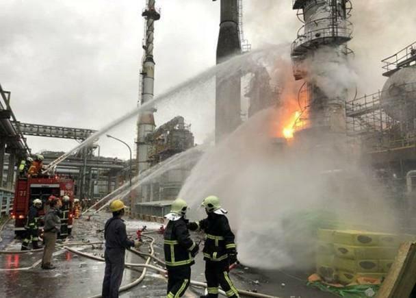 桃園煉油廠清晨「爆炸起火」狂震!居民驚醒「以為墜機」5公里外看根本戰爭!