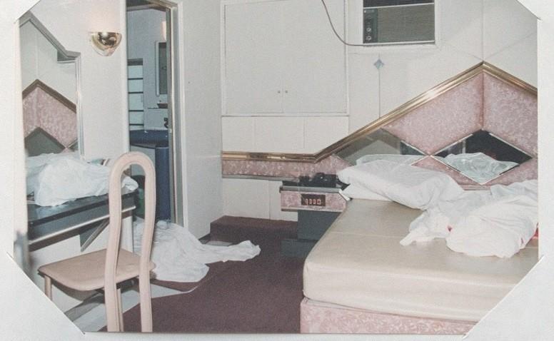 單親媽五官、下體被割碎... 頭七日兇手中邪跳樓喊「紅衣女推我下去」!旅館就此發生多起命案...