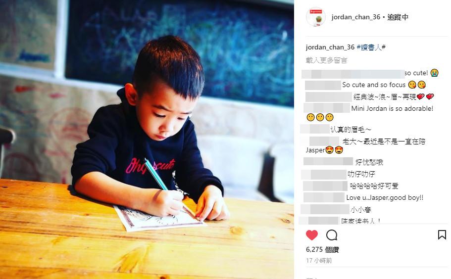 偷拍Jasper波浪眉用功照,陳小春欣慰tag「讀書人」卻洩演藝界可怕內幕!