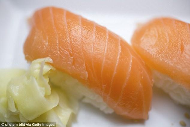 還以為腸子掉出來!肛門竄出「167公分」寄生蟲,全部解開超誇張...男:再也不敢吃生魚片