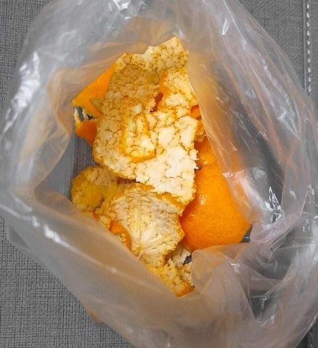 吃剩的橘皮別丟!超簡單DIY步驟「橘子皮翻身成暖暖包」30秒讓你的冬天超暖心!