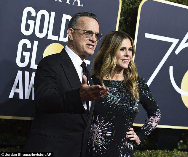 湯姆漢克斯巨星放下身段在金球獎「默默進行超暖舉動」被拍下瘋傳,網大讚:好萊塢最棒男人!