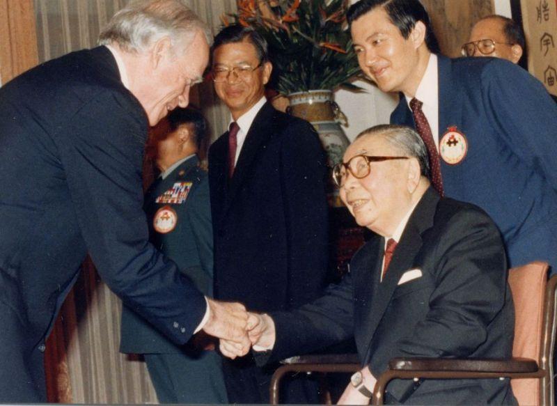 歷任最受人愛戴台灣總統!當年堅持推「十大建設」讓台灣經濟起飛躋身「亞洲四小龍」秒殺前瞻計畫!