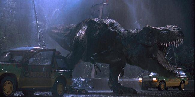 11個觀眾以為是特效但其實「全靠真人完成」的經典電影場景!《侏儸紀公園》的恐龍是真的...