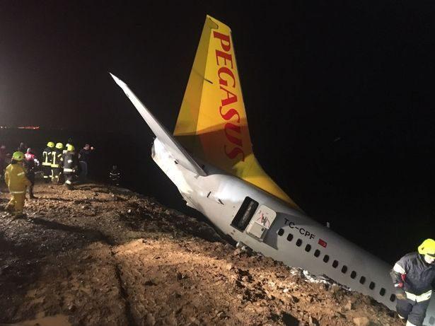 客機滑出跑道「差幾公尺」就衝下大海!靠「泥土」保住168人!(影片)