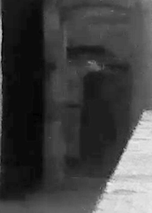 他在監獄拍到「最後一個死刑犯」,近看發現「祂」在怒瞪鏡頭!靈異獵人:這次最可怕 (影片慎入)