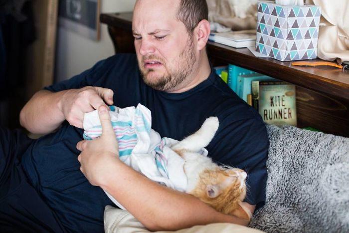 這對夫妻拍了一組「分娩育兒照」引熱議,生出「史上最特別寶寶」網評價兩極!