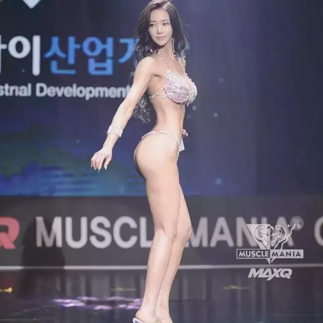 女生肌肉太多不好嗎?韓國健美正妹「每周6天」脫下衣服「爆乳+蜜桃臀+6塊肌」最美畫面!