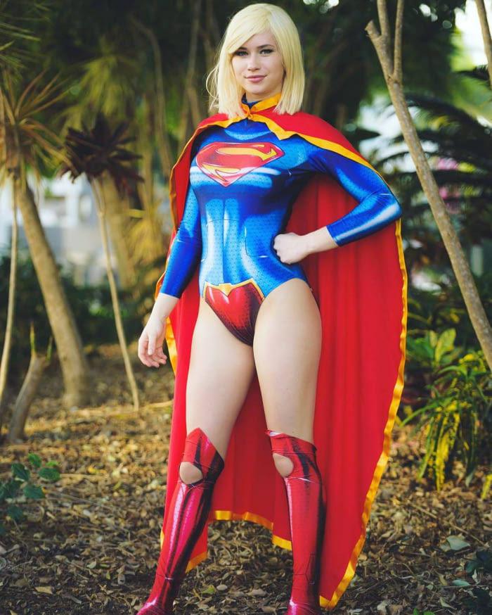 「還原度爆表巨乳Coser」網路爆紅,《超人特攻隊》裸身體彩繪造型身材好到炸!