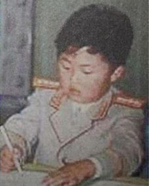 金正恩過神秘34歲生日,慶生曝光童年照片「肥嘟嘟臉配大眼」兒時玩伴透露他真面目!