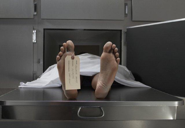 臨盆孕婦猝死家中,「死後10天產下嬰屍」殯儀館人員「棺材內接生!」