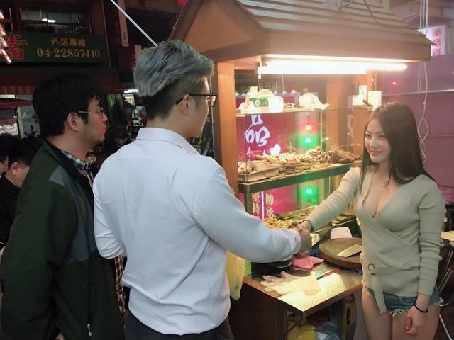台中「乳味」爆紅!客人搶著看「老闆娘波濤洶湧刀工」,仔細一看是「她」大家搶握手!