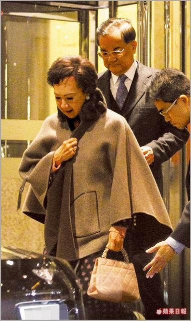 連戰老婆「72歲寶刀未老」,尊爵2招維持紙片體態「跳上賓利打趴塑膠網紅」