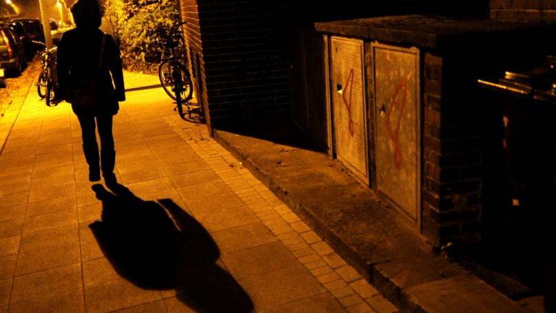 夜路走多會遇鬼?他分享「微笑男」恐怖經歷 網:不敢一個人回家了