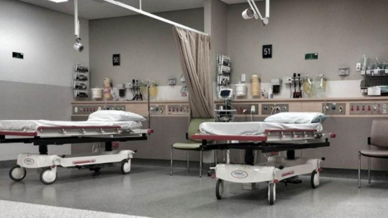 和爸爸同時罹癌「病房就在斜對面」,孝女每天假裝請假「忍痛換上工作服探病」不想爸爸擔心...
