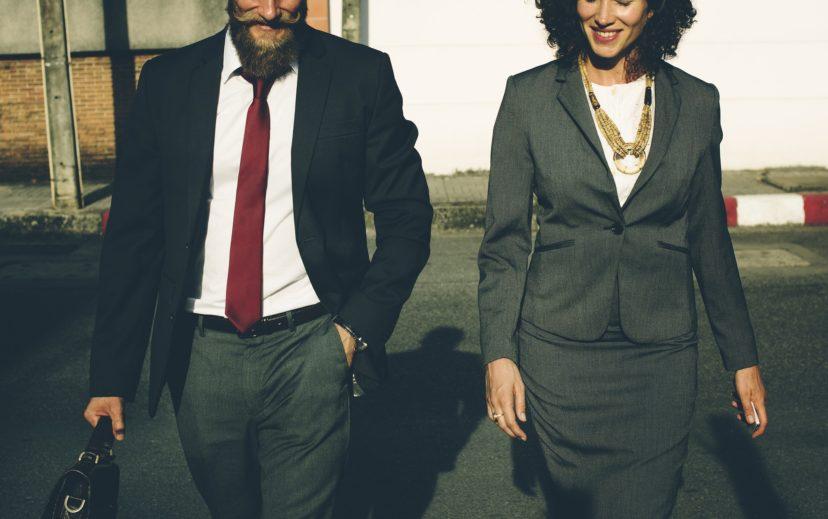 想要工作加薪、快速升遷?研究證實:辦公室裡有個「好麻吉」能讓你事半功倍,才不會分心!