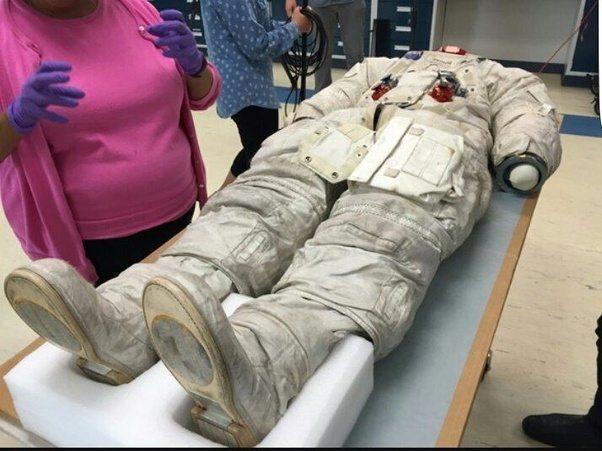 阿姆斯壯其實根本沒登陸月球?天文學家拍下「關鍵照片」證明他的鞋和月球上的根本不一樣!