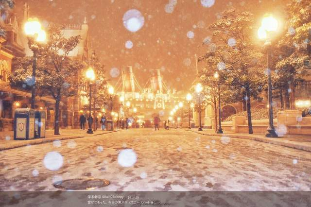 日本「雪中獨角獸鋼彈」超霸氣,晚上限定「發光毀滅模式」帥到心跳停止了 (影片)