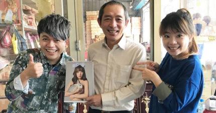 菜阿嘎初二送岳父「日本色片女星」簽名桌曆,合照完回頭看岳母拿著菜刀...